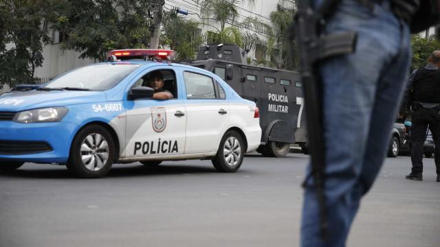 Confronto deixa dois suspeitos mortos e três PMs baleados no RJ