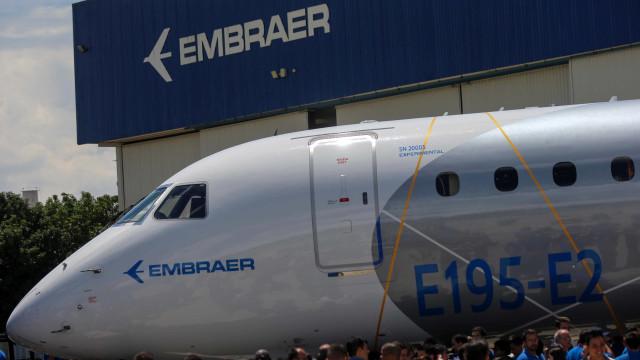 Trabalhadores temem demissões com possível fusão entre Boing e Embraer