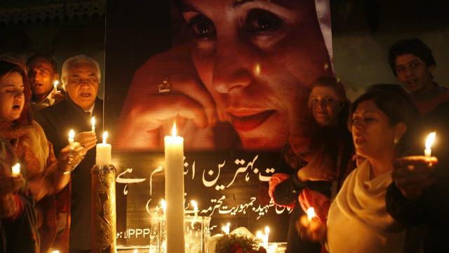 Milhares homenageiam Benazir Bhutto nos 10 anos de sua morte