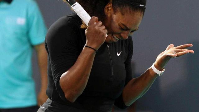 Após 11 meses longe, Serena perde exibição para Ostapenko