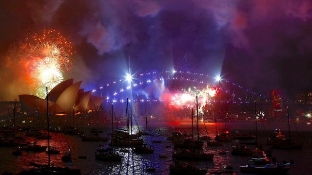 Sydney comemora a chegada de 2018 com fogos de artifício; fotos