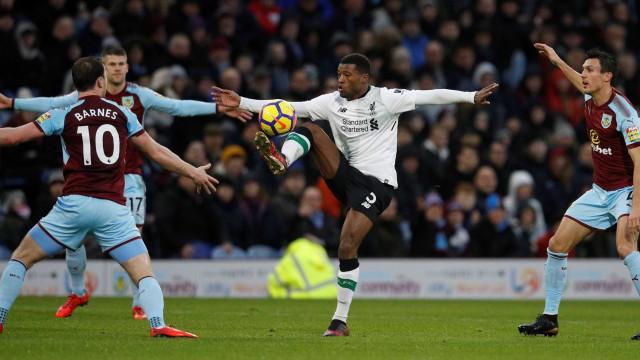 Liverpool supera ausência de Coutinho com golaço e vitória emocionante