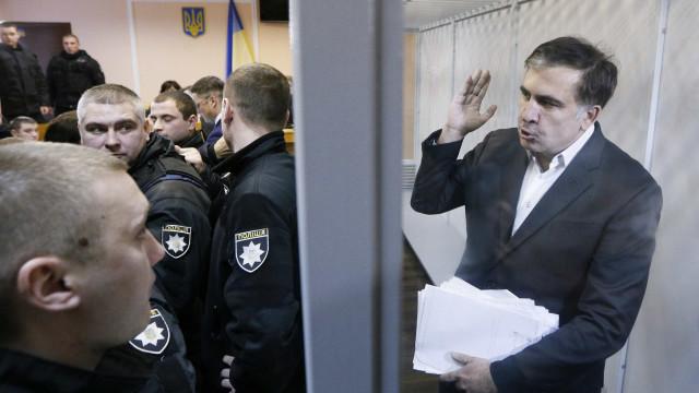 Ex-presidente da Geórgia é condenado a 3 anos de prisão