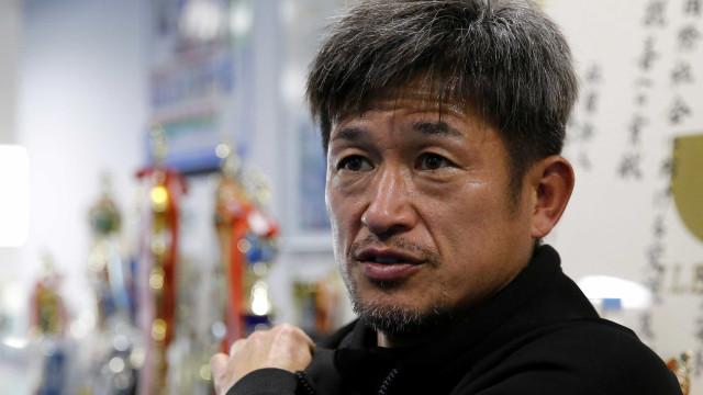 Ex-Santos, atacante de 50 anos renova contrato com time japonês