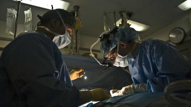 Hospital de Roma separa gêmeas siamesas de 7 meses