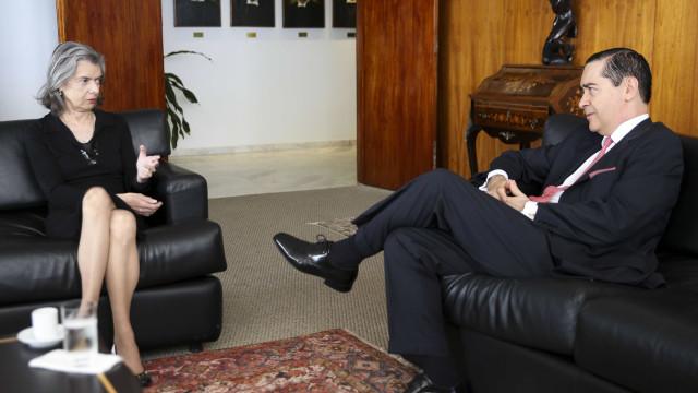 Presidente do TRF4 evita imprensa após reunião com Cármen Lúcia