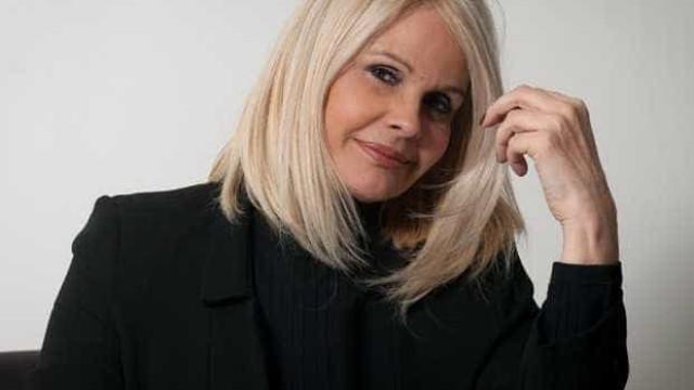 Desempregada, Monique Evans critica 'teste do sofá: 'Durmo tranquila'