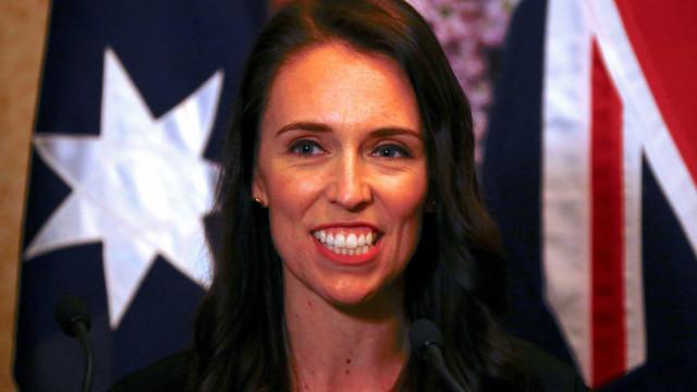 Primeira-ministra descobre gravidez e anuncia licença de 6 semanas