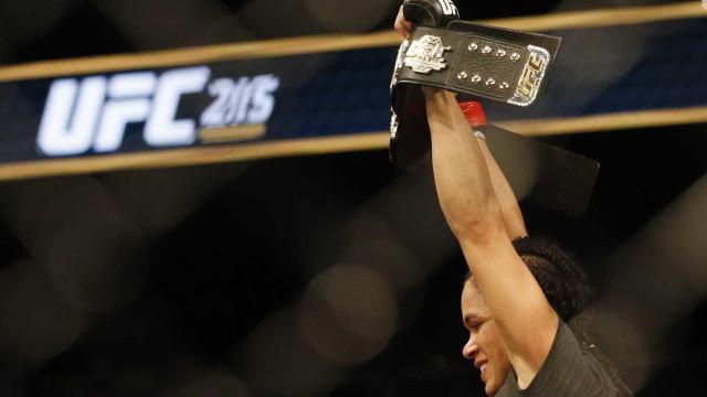 Primeiro cinturão do UFC será leiloado; valor mínimo será R$ 100 mil