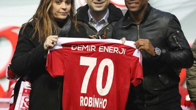 Condenado na Itália, Robinho é apresentado oficialmente por clube turco