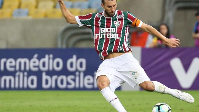 Henrique rescinde com o Flu e já pode assinar com o Corinthians