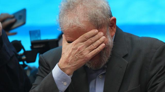 Lula deixa Sindicato dos metalúrgicos do ABC e vai para casa