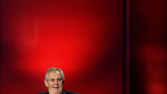 Populista Milos Zeman é reeleito presidente da Rep. Tcheca
