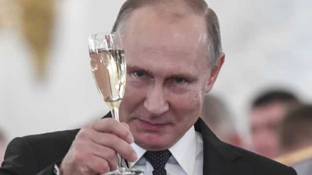 Putin reitera apoio ao ditador sírio e pede 'cooperação' a Trump