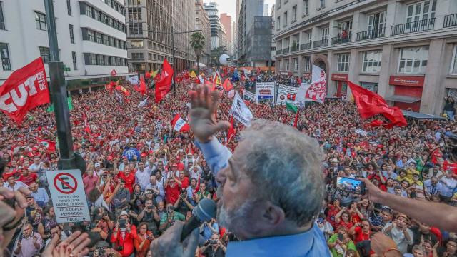 Entenda por que Lula não cai nas pesquisas mesmo após 2 condenações