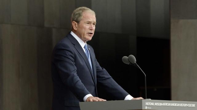 'Há provas claras de que a Rússia interferiu nas eleições', diz Bush