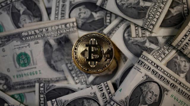 Colapso do bitcoin desencadeia fome de investidores por ouro