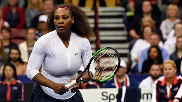 No 1º jogo oficial após gravidez, Serena perde duelo na Fed Cup