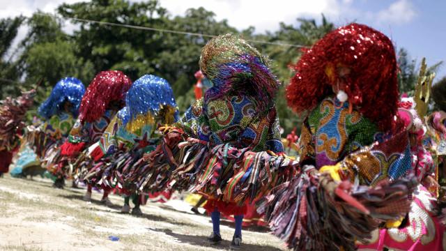 Maracatu rural é estrela do Carnaval no interior de Pernambuco