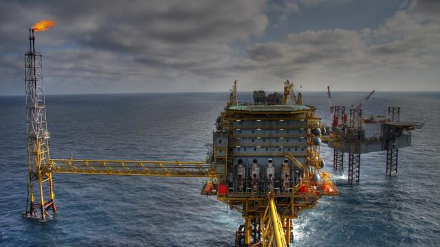 AIE eleva projeção de petróleo, mas alerta para situação dos EUA