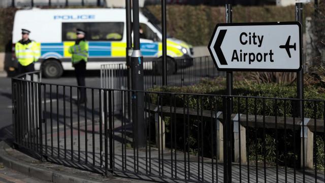 Aeroporto de Londres reabre apósretirada de bomba da Segunda Guerra