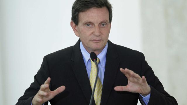 'Intolerância religiosa', diz Crivella sobre crítica da Mangueira