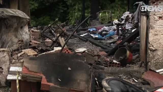 Mãe diz que não havia água para conter fogo que matou irmãs