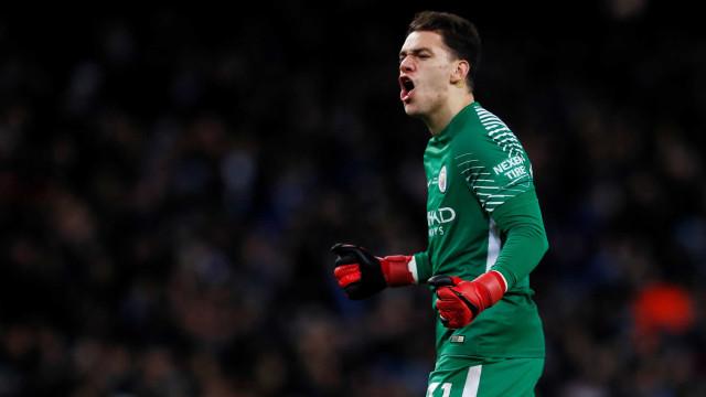 Manchester City planeja dar aumento e renovar contrato de Ederson