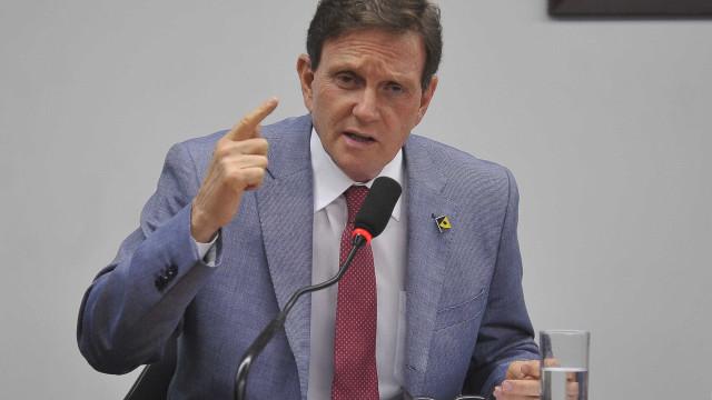PSOL quer proibir Crivella de deixar o Rio nos próximos carnavais