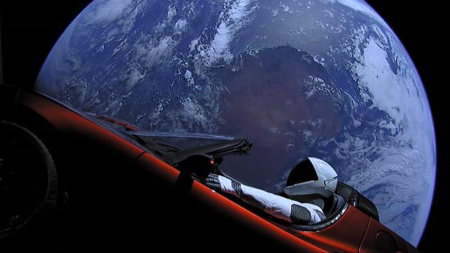 Astrônomos avaliam chances de queda do carro Tesla na Terra