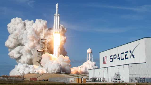 Space X lançará satélites para criar rede de banda larga global