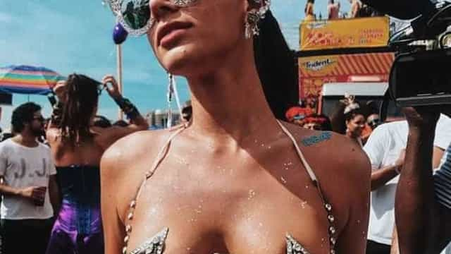 Bruna Marquezinerende a foto mais curtida do Carnaval
