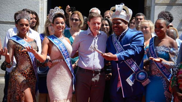 Ministério Público deve investigar viagem de Crivella durante carnaval