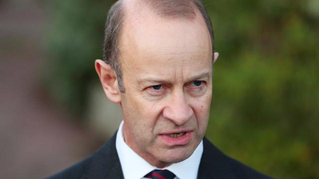 Líder do UKIP é demitido após escândalo com mensagens racistas