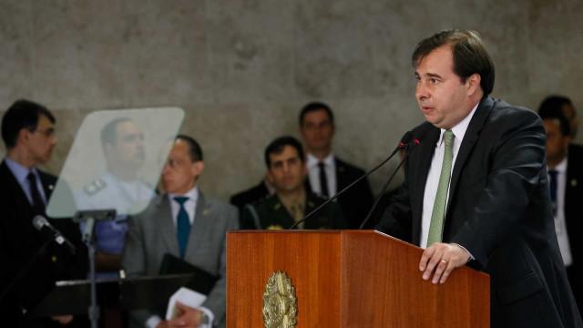 Maia promete criar comissão para fiscalizar intervenção federal