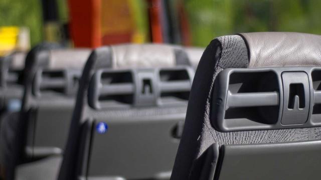 Para fugir de assalto, cobradora de ônibus se joga do veículo no AM