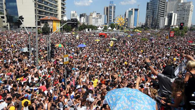 Carnaval leva 12 milhões às ruas de SP; 648 'mijões' são multados