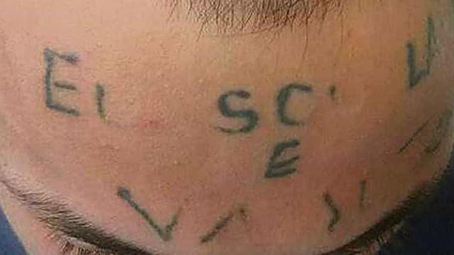 Mãe de jovem tatuado na testa comenta condenação dos culpados