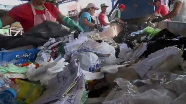 Bebê é encontrado morto em saco de lixo durante triagem de recicláveis