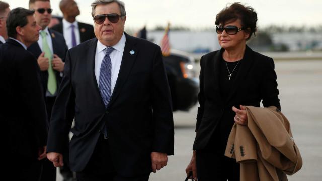 Pais de Melania Trump conseguem 'Green Card' nos EUA