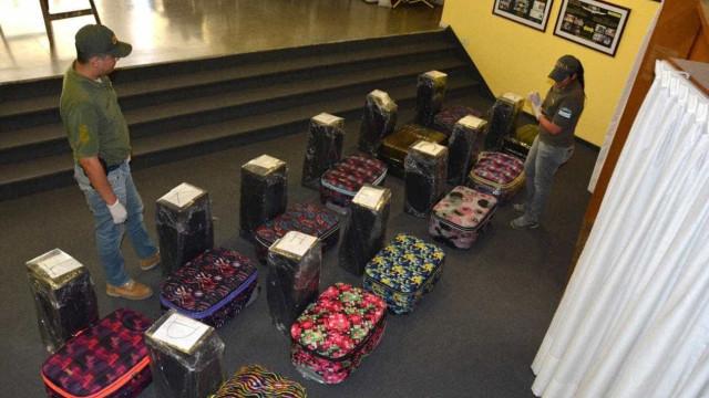 Polícia prende diplomata após achar 389 kg de cocaína em embaixada