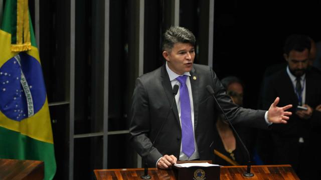 José Medeiros anuncia representação contra Lindbergh e Gleisi