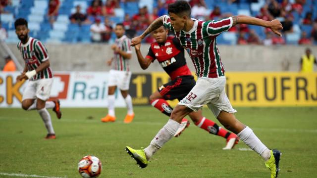 Com dois de Marcos Júnior, Fluminense atropela reservas do Flamengo