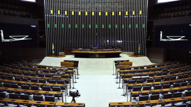 Com intervenção no Rio, 149 PECs terão tramitação parada neste ano