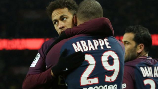 PSG cogita trocar Mbappé por Coutinho para satisfazer Neymar