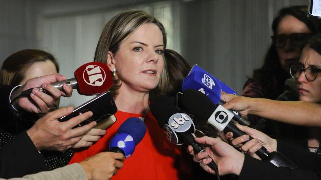 Momento é de 'radicalização total do povo brasileiro', diz Gleisi