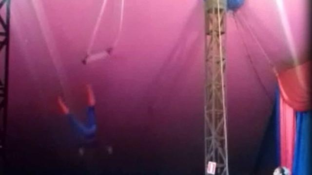 'Homem-Aranha' cai durante apresentação de trapézio em circo