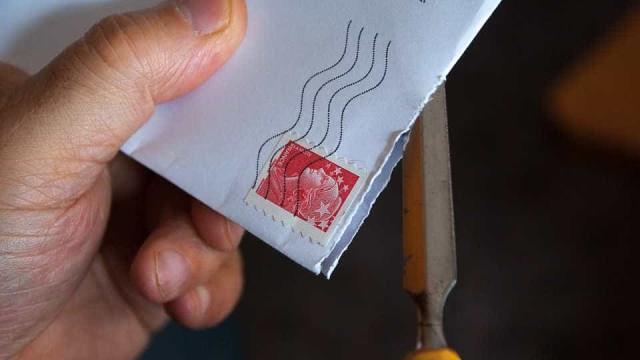 Envelope com pó suspeito intoxica base militar dos EUA