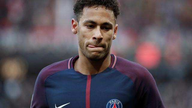 Neymar quebra silêncio após lesão: 'Obstáculos não devem te impedir'