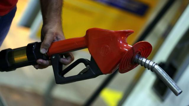 Gasolina recua em 18 Estados e DF, diz ANP
